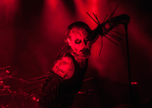 Hoest i front for Gorgoroth. Foto: Blastbeast
